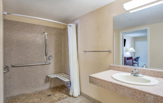 Welcome to Hotel Seville - Roll-In Shower